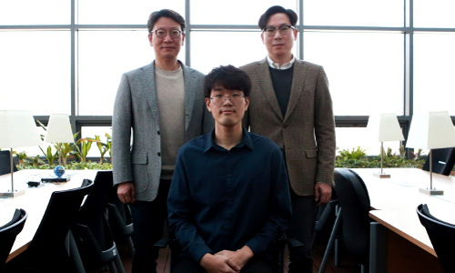 From left, Daegu Gyeongbuk Institute of Science and Technology's Kyung-Jun Park, Yongsoon Eun, and Sangjun Kim